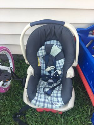 Graco car seat and base for Sale in Portsmouth, VA