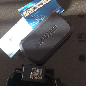 Shure PG4 Wireless Receiver With Cables And Instructions Mint Condition for Sale in San Marcos, CA
