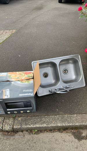 Free sink and broken microwave for Sale in Portland, OR
