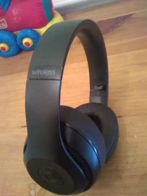 Beats studio 2 wireless comes with charger cord audio cord only for Sale in Houston, TX
