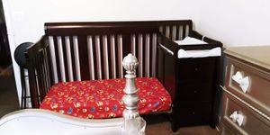 Baby crib 4 in 1 for Sale in Philadelphia, PA