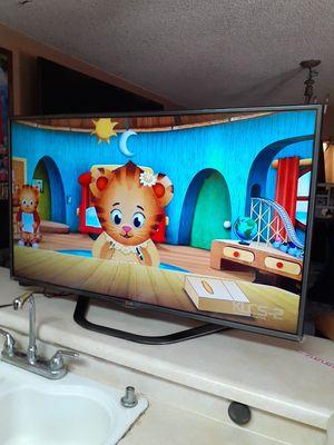 TV lg smart chingosisima muchas aplicasiones 48 inch como nueba en buen estado 250$ for Sale in Los Angeles, CA