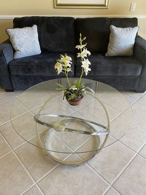 Glass Modern Coffee table for Sale in Palm Desert, CA