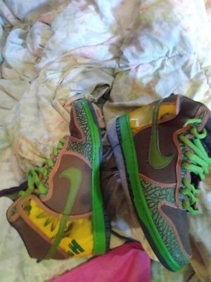 open to offers or open to tradez, let me know what u got , size 9.5 nike sb dunk de la soul , lefth shoe has 2 scrapes for Sale in Dallas, TX