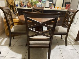 Adjustable kitchen table with 5 chairs for Sale in Fort Lauderdale, FL