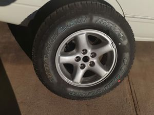 Llanta nueva Goodyear con rin 225/75R15 ofresca for Sale in Phoenix, AZ