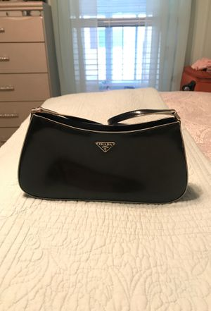 Prada purse for Sale in Shelby charter Township, MI