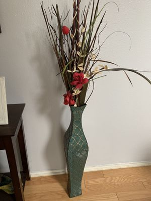 Floor Vase with flowers decor for Sale in Moreno Valley, CA