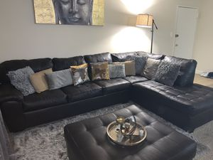 Chocolate brown couch with pillows included for Sale in Oxon Hill, MD
