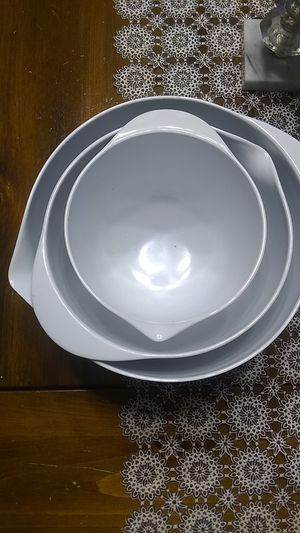 Plastic mixing bowls set for Sale in Freeland, PA