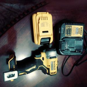 Dewalt 20 volt max 1/4 cordless impact driver for Sale in Grand Prairie, TX