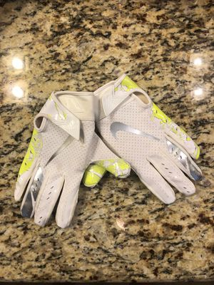 Youth large Football gloves for Sale in Victoria, TX