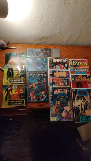 Batman lot: 9 comics, 5 cards, 2 action figures, 2 pogs for Sale in Seattle, WA