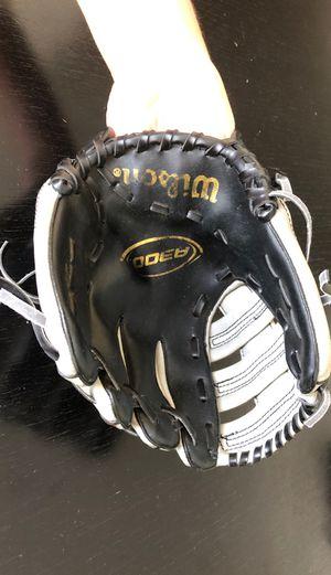 Wilson Baseball glove small for Sale in Miami, FL