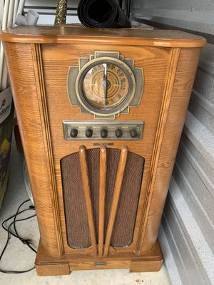 Old style radio for Sale in Mount Selman, TX
