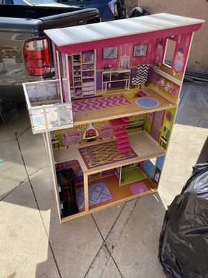Kidkraft 3 story doll house for Sale in Anaheim, CA