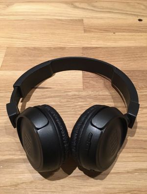 JBL WIRELESS BLUETOOTH NOISE CANCELLING HEADPHONES for Sale in Los Angeles, CA