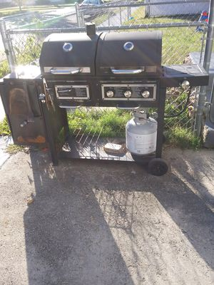 Nice big grill in working condition for Sale in Loma Linda, MO