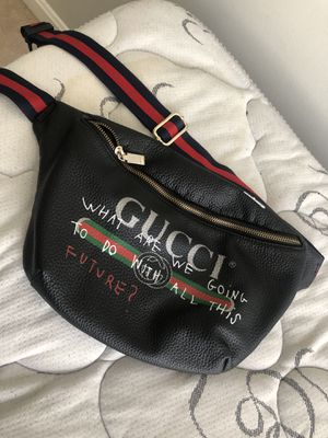 Gucci Shoulder/Waist Bag (one time wear) for Sale in Waldorf, MD