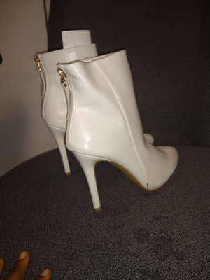 Fashion boots size 9 for Sale in Minneapolis, MN