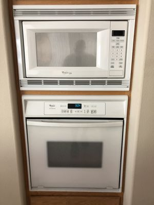 Whirlpool Gold Oven, Microwave, Dishwasher, Cook Top Stove and Exhaust Fan for Sale in Corona, CA