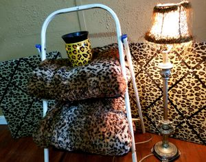 $18 Leopard Decór Set. for Sale in Katy, TX