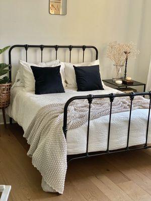 Metal Platform Bed for Sale in Irvine, CA