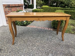 BEAUTIFUL KNOTTY PINE SOFA/ENTRY/CONSOLE TABLE WITH SCALLOPED EDGE! for Sale in Sammamish, WA