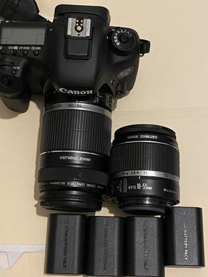 Canon EOS 7D Mark 2 with charger and 4 batteries for Sale in FL, US