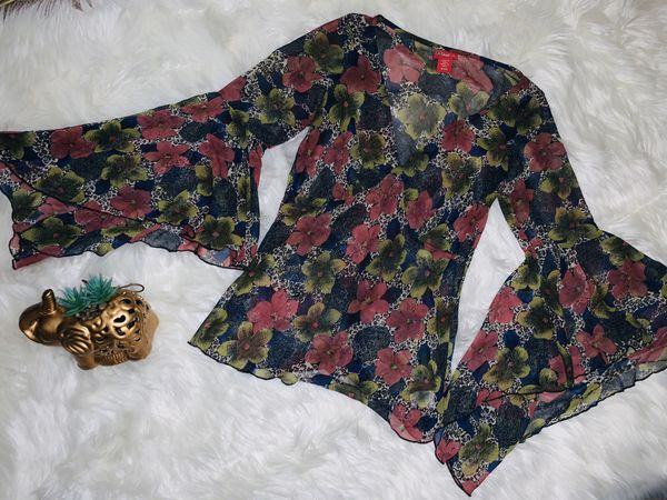 MOVING & CLOSEOUT SALE !!! New Beautiful floral fall blouse for sale!!!