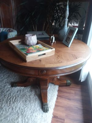 """Antique lions paw table 40"""" for Sale in Irvine, CA"""
