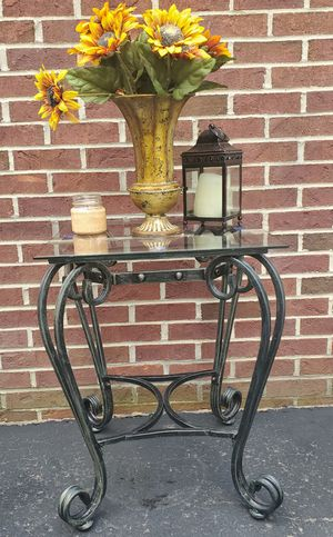 Stylish Metal End Table With Black and Dark Hints of Green With A Tempered Glass Top for Sale in Cranberry Township, PA