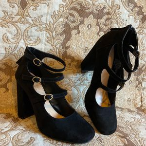 Faux black Suede 3 gold belted round toe chunky heels with zip up back Size 9 for Sale in Puyallup, WA