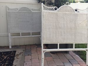 Twin bed frame white (Jupiter) for Sale in Jupiter, FL