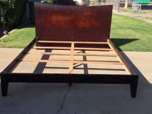 California king bed frame in very good condition. for Sale in Fresno, CA