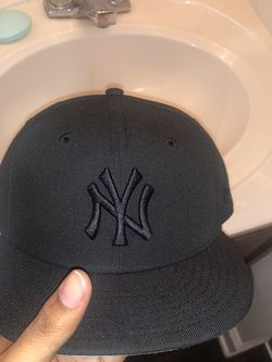 black fitted cap for Sale in Greenville,  SC