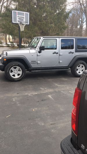 "17"" tires for 2016 wrangler jk on rims excellent condition for Sale in Schenectady, NY"