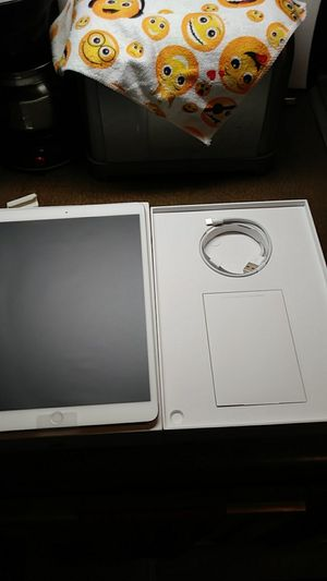 I pad pro (10.5-inch) 64gb for Sale in Portland, OR