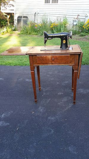 Vintage electric Singer Sewing machine with table cabinet for Sale in Elkridge, MD