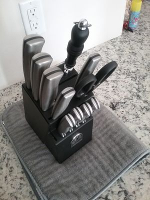 SABATIER 12 PIECE STAINLESS STEEL CUTLERY and BLOCK SET. for Sale in Sandy, UT