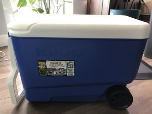 Igloo 38 Qt Wheelie Cool cooler w/ wheels for Sale in Portland, OR