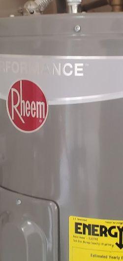 Rheem 50 Gallon Water Heater - 1 Year Old for Sale in Virginia Gardens,  FL