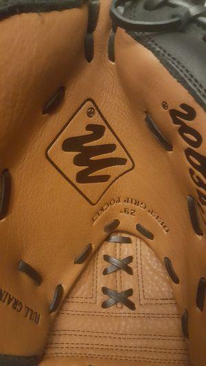Baseball glove for Sale in Charlotte, NC