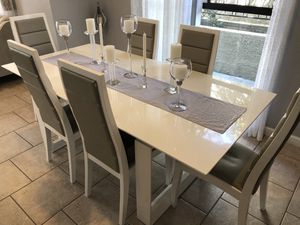 Dining Table for Sale in Glendale, CA