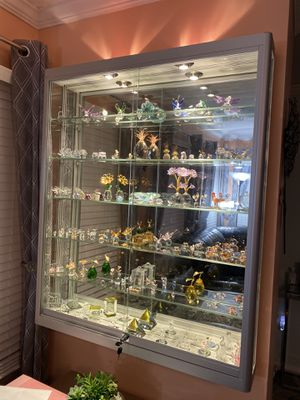 """LED Mirrored Wall Mounted Display Case (48""""x 40""""x 6"""") $425 OBO for Sale in Fairfax, VA"""