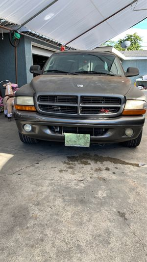 2001 Dodge Dakota V8 Magnum with 140,000 plus miles on it. for Sale in Compton, CA
