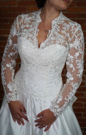 Never Worn Size 10 Alfred Sung Wedding Gown for Sale in Salem, MA