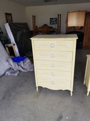 All wood 5 drawer dresser for Sale in Selma, CA
