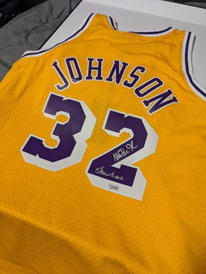 Magic Johnson Signed Lakers Jersey Large for Sale in Bell Gardens, CA