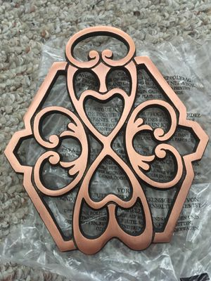 NEW Pampered Chef #2946 Round-Up from the Heart 2011 Copper Cast Iron Trivet for Sale in Wesley Chapel, FL
